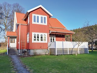 Beautiful home in Jonsered w/ Sauna, WiFi and 5 Bedrooms