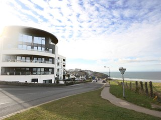 Ocean Gate 24 is a luxury 2 bedroom apartment overlooking Fistral Beach