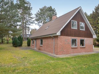 Beautiful home in Glesborg w/ 4 Bedrooms