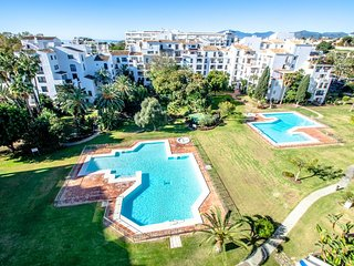Renovated 2 Bedroom Apartment, Heart of Puerto Banus, Perfect vacations ✔