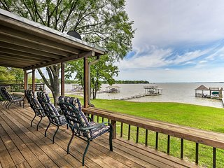 NEW! Cedar Creek Lakefront Home w/ Dock+Game Room!