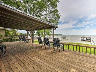 Cedar Creek Lakefront Home w/ Dock+Game Room!