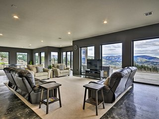 NEW! Luxury Home w/Views - 5 Min to Columbia River