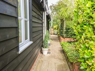 GARDEN RETREAT, all ground floor, en-suite, parking, private terrace with