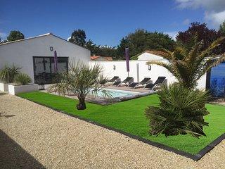 villa neuve  pour location saisonnière entiérement équipée avec piscine chauffée