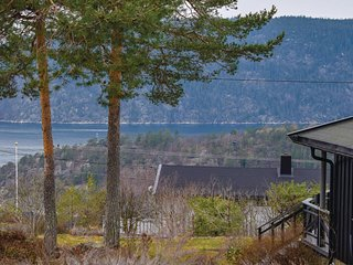 Amazing home in Drøbak w/ 3 Bedrooms