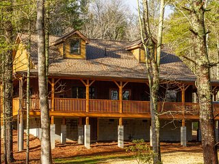 Asheville Country Cabins ~ Mountain Laurel Cabin ~ Luxury Living/20 min to dtown