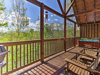 Pigeon Forge Family Cabin w/ Resort Pool & Hot Tub