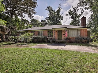 Jacksonville Home w/ Fire Pit Near Downtown!