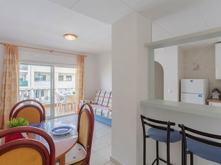 2 bedroom Apartment with WiFi and Walk to Beach & Shops - 5789111