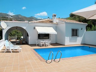 3 bedroom Villa with Pool, WiFi and Walk to Beach & Shops - 5789512