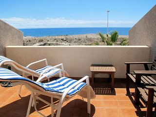 2 bedroom Villa with WiFi and Walk to Beach & Shops - 5789552