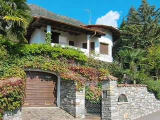 2 bedroom Villa with WiFi and Walk to Shops - 5789444