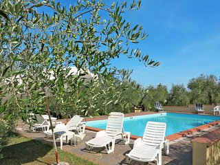 2 bedroom Apartment with Pool and WiFi - 5789452