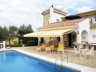 3 bedroom Villa with Pool, Air Con and WiFi - 5789524