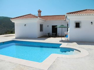3 bedroom Villa with Pool and WiFi - 5789507