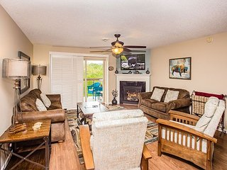 Top Floor • 3 BR/3BA • Downtown on River • Free Admission to Dollywood