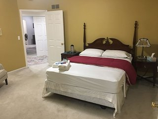 Deluxe King Suite in upscale neighborhood