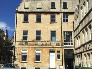 Large Refurbished 5* Georgian Town House - Central Bath - Sleeps 13 Guests
