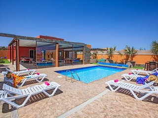3 bedroom Villa with Pool, WiFi and Walk to Beach & Shops - 5334795
