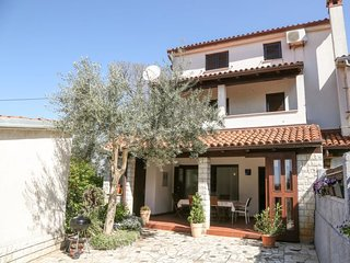 4 bedroom Villa with Air Con, WiFi and Walk to Beach & Shops - 5060679