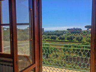 Bright & comfortable 2 rms apartment near Gaeta w large balcony & seaview