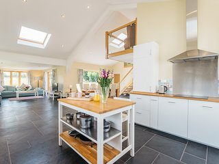 Maythorn Farm - stunning barn conversion in the countryside near the River Ouse