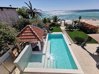 POOL&BEACH VILLA MARIS Split - relax and exclusive beachfront holiday