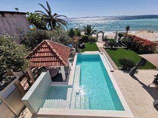 POOL&BEACH VILLA MARIS Split - relax and exclusive beachfront holiday