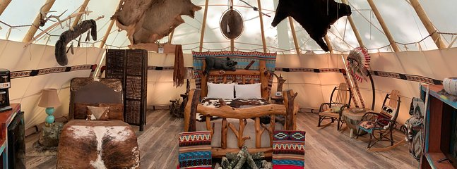 Beautiful Spacious Grand Lodge Tipi. Heat & Air, TV, Electric and More!