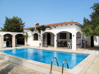 2 bedroom Villa with Pool and Walk to Beach & Shops - 5789579