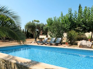 2 bedroom Villa with Pool and WiFi - 5789589