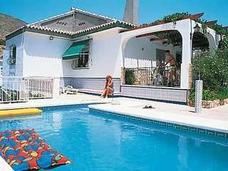 2 bedroom Villa with Pool and WiFi - 5789614