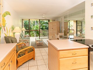 Tropical Condo, Two Minute Walk To Amazing Charley Young Beach
