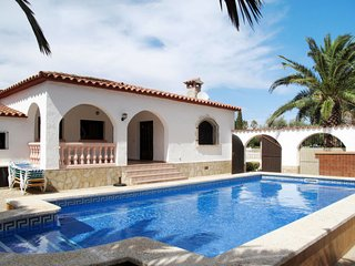 3 bedroom Villa with Pool and Walk to Beach & Shops - 5789585