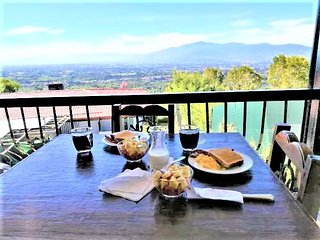 1 bedroom(1bed) Views! 20min to San Jose Airport .Free Cont. Breakfast  #5Apt
