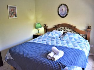 2 bedroom 1 bath 20min to Airport! Free  Cont. Breakfast! Apt #2
