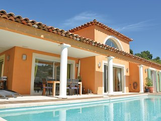 Beautiful home in La Londe Les Maures w/ Outdoor swimming pool, WiFi and 3 Bedro