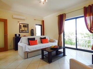 AT007 Beautiful Modern 2 bed property, sleeps 4 at Jardim de Pera