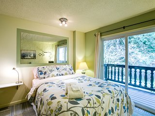 Snowline Lodge Condo #88 - KITCHENETTE, SHARED WIFI, DVD, FULL BATH, SLEEPS-2!
