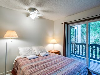 Snowline Lodge Condo #9 - KITCHENETTE, SHARED WIFI, DVD, FULL BATH, SLEEPS-2!