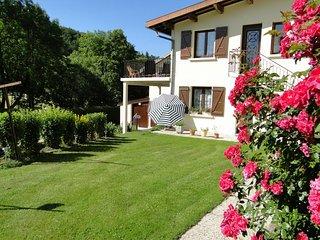 Gîte Rosier n°1805Bis du Haut-Jura avec Spa et sauna, situé au rez-de-jardin