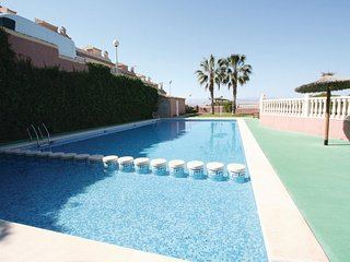 Stunning apartment in Santa Pola w/ Outdoor swimming pool, WiFi and 3 Bedrooms