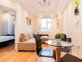 KING'S CROSS APARTMENT top location SLEEPS 4!!!