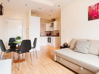 KING'S CROSS APARTMENT top location SLEEPS 4!!!!