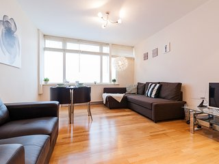 ANGEL APARTMENT great location SLEEPS 4