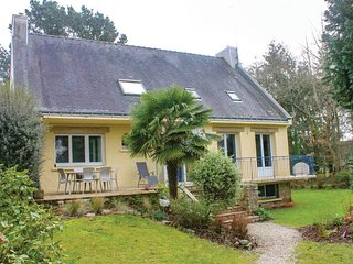 Awesome home in Moelan-sur-Mer w/ WiFi and 4 Bedrooms