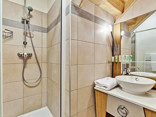 2 bedroom Apartment with Pool and WiFi - 5653400