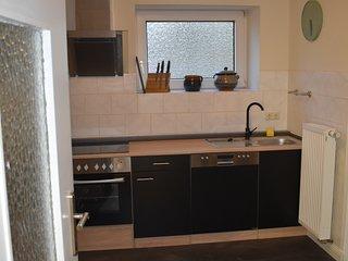 Küche im EG, links der Zugang zum Esszimmer