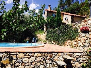villetta Gorra Finale ligure con piccola piscina